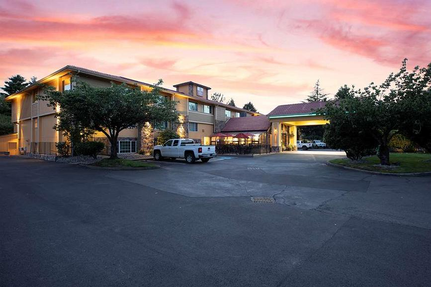 Best Western Plus Parkway Inn - Vista exterior