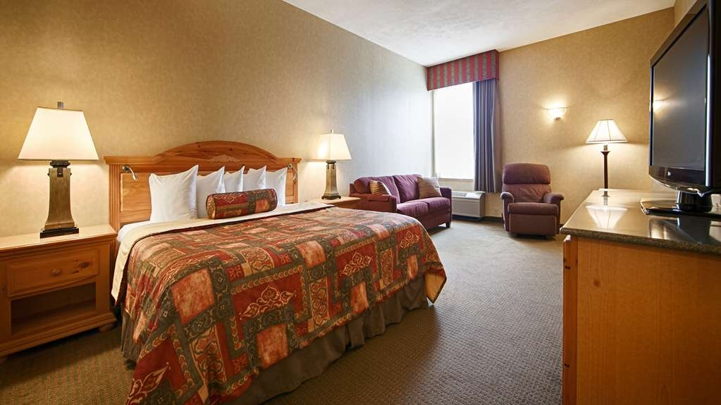 Best Western Plus Revere Inn & Suites - Relax after a long day of travel in one of our king guest rooms in the main building.
