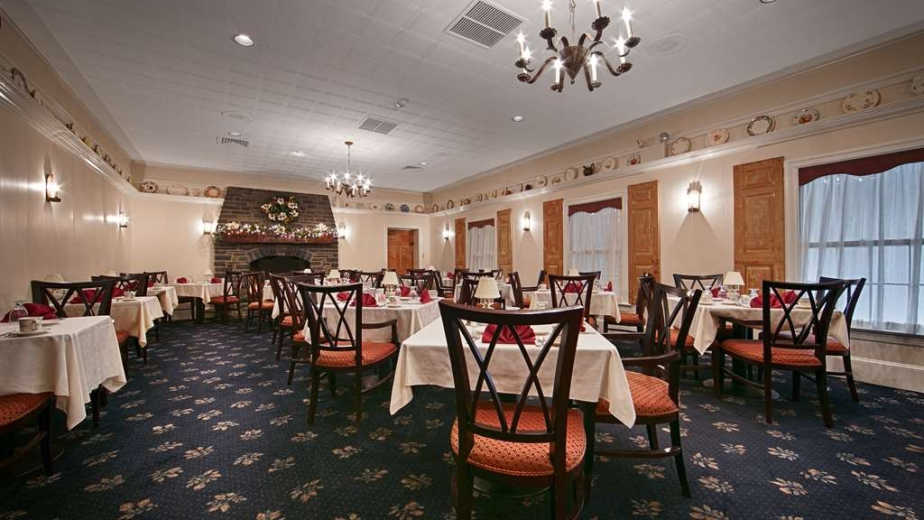 Best Western Plus Revere Inn & Suites - Featuring steaks and seafood, dinner is served nightly at the Revere Tavern. King George Dining Room