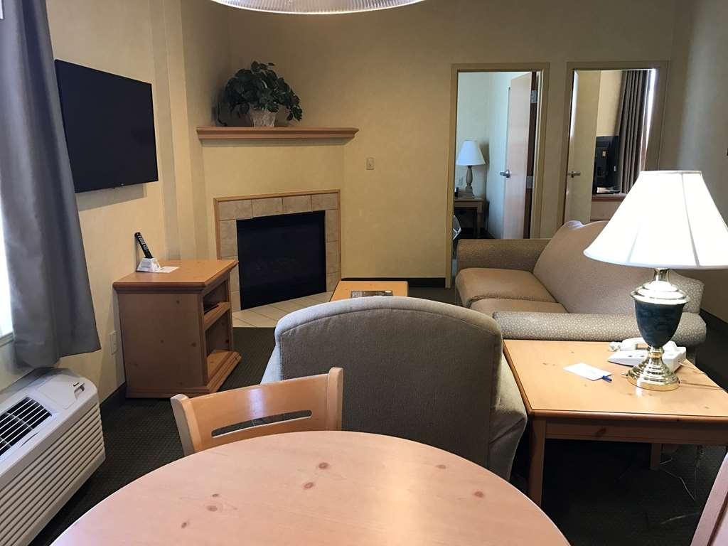 Best Western Plus Revere Inn & Suites - This 2 bed room Suite in the main building features living room, fireplace, king bedroom with whirlpool bath, second bedroom with queen bed.