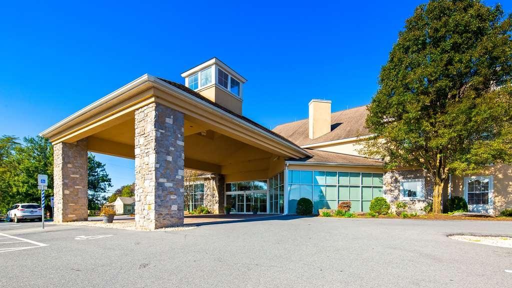Best Western Plus Revere Inn & Suites - Vista Exterior