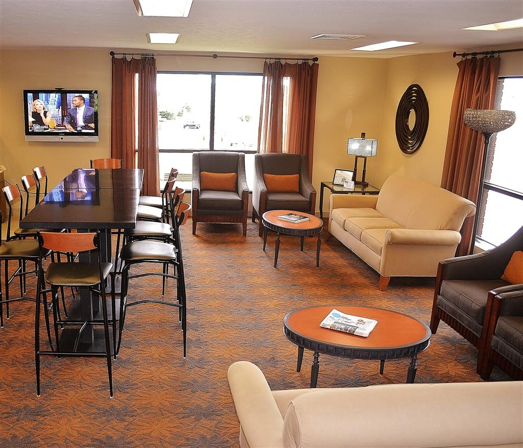Best Western Inn & Conference Center - Come and enjoy our modern lobby offering a place to socialize with other guests or members of your party.