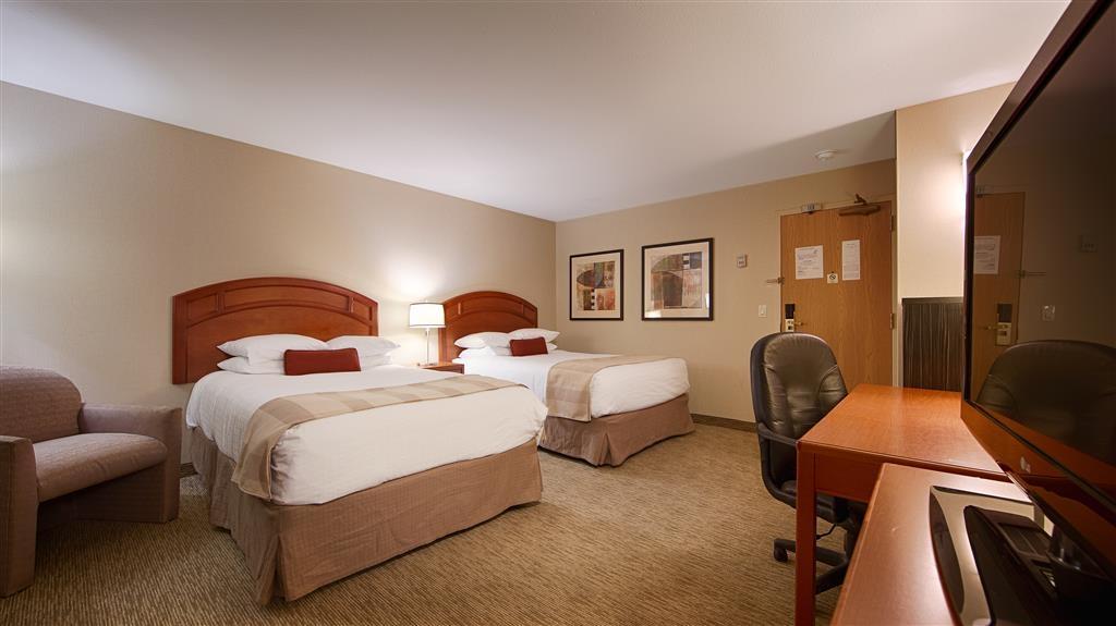 Best Western Inn & Conference Center - Nuestra amplia habitación con dos camas de matrimonio cuenta con todas las comodidades propias del hogar.