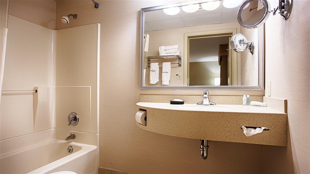 Best Western Inn & Conference Center - Disfrute de una lujosa estancia en nuestros cuartos de baño.