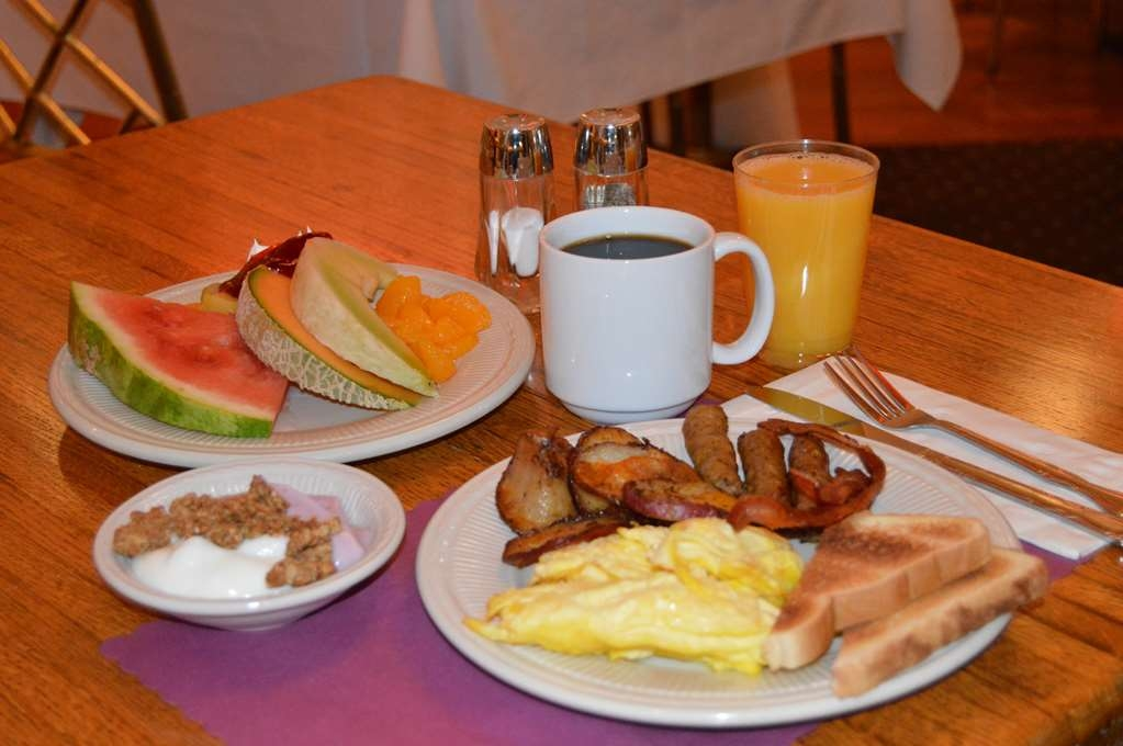 Best Western Plus Genetti Hotel & Conference Center - Desayuno Buffet