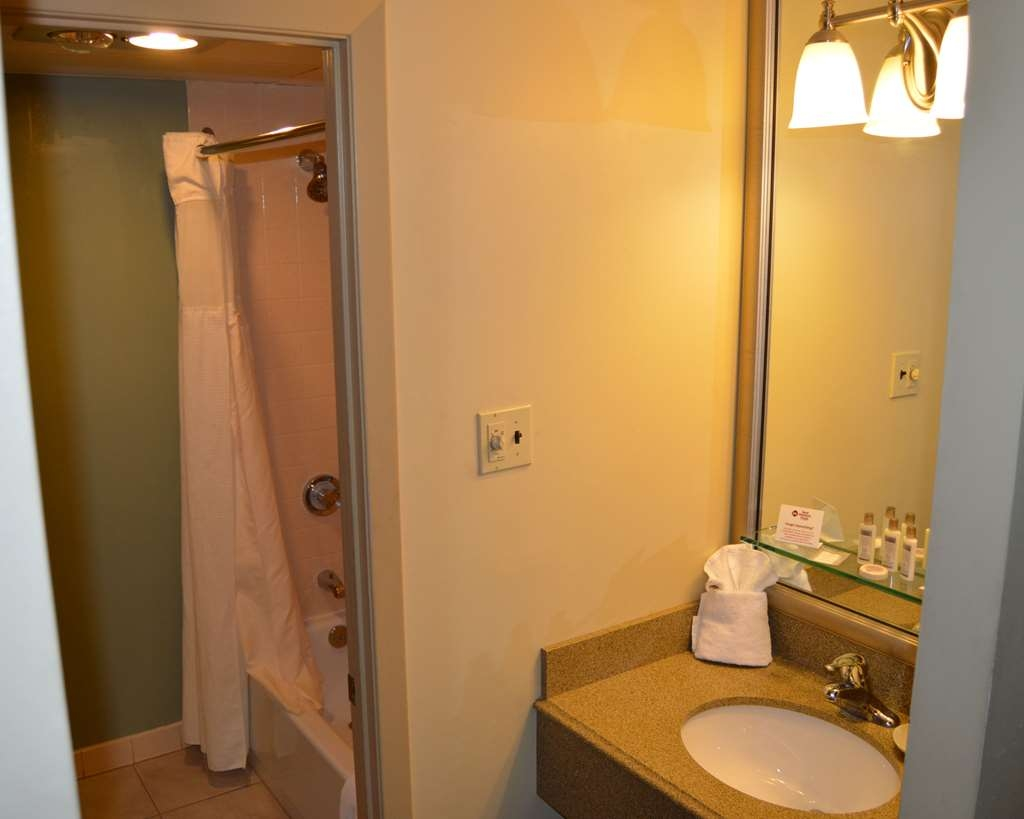 Best Western Plus Genetti Hotel & Conference Center - Baño