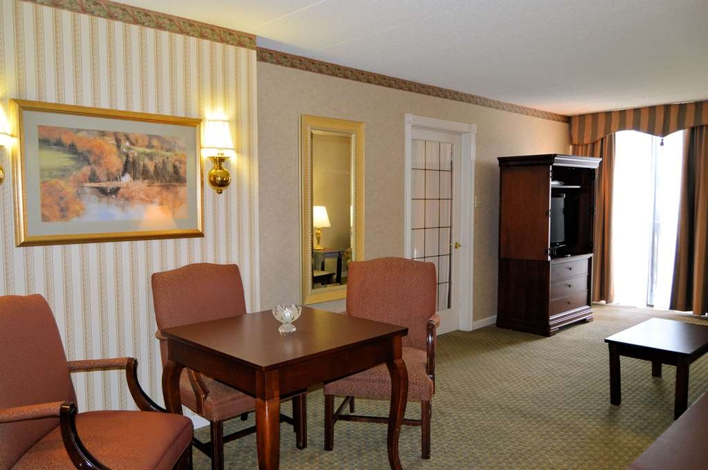 Best Western Plus Genetti Hotel & Conference Center - Welcome to our 2-room Celebrity Suite!