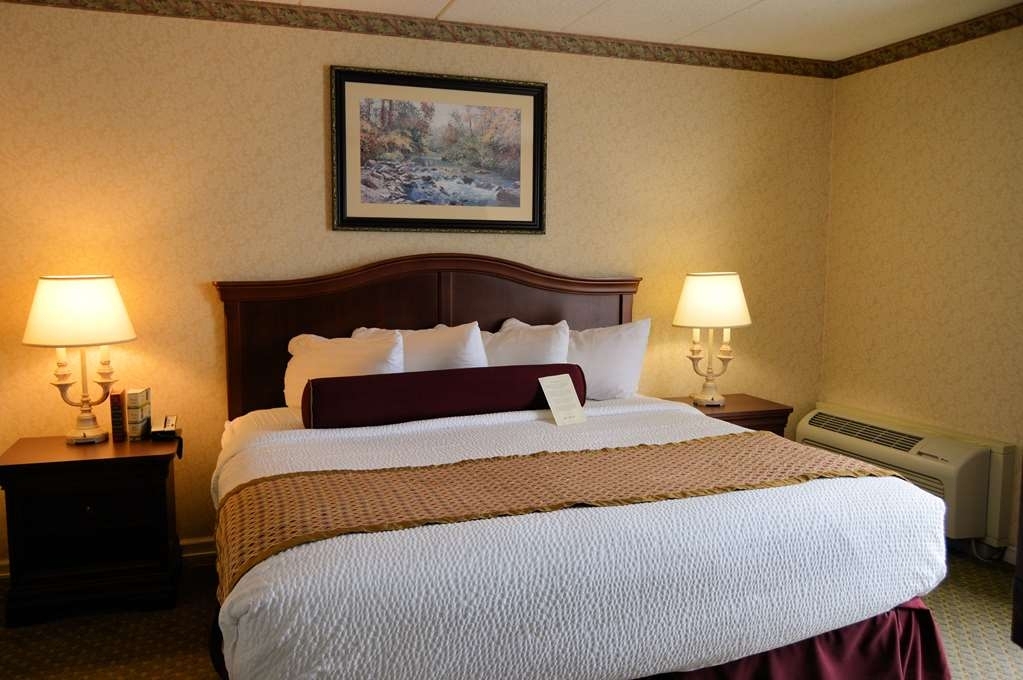 Best Western Plus Genetti Hotel & Conference Center - Rest like a Celebrity in this King Size Bed
