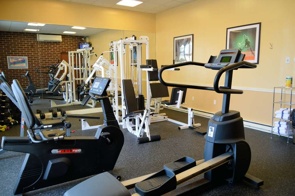 Best Western Plus Genetti Hotel & Conference Center - Burn off last night's dinner in our fitness center.