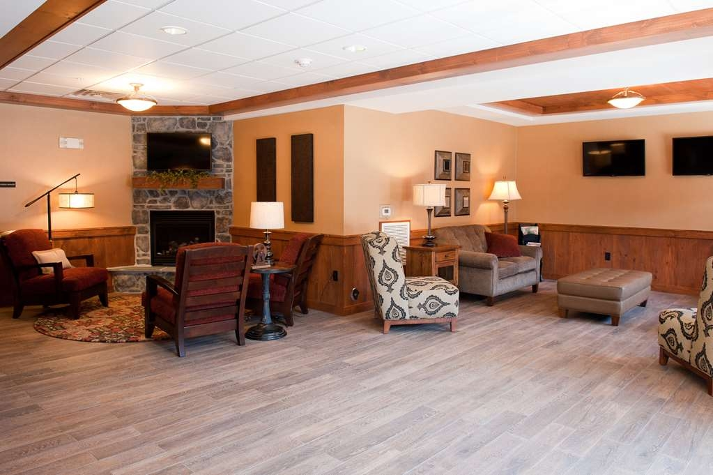 Best Western Plus Intercourse Village Inn & Suites - Spend time in our lobby and enjoy our express check in and check out program.