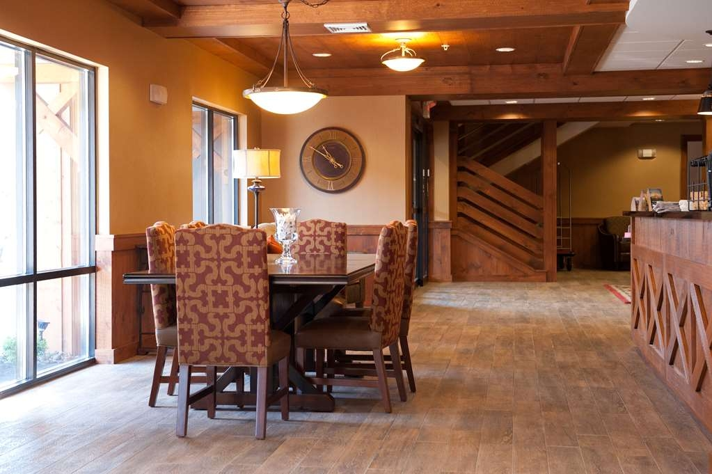Best Western Plus Intercourse Village Inn & Suites - The Community Table is available for guests who need a quiet minute together.