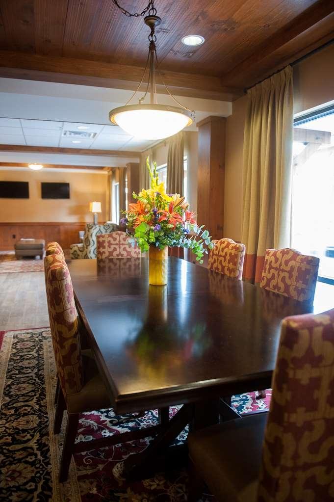 Best Western Plus Intercourse Village Inn & Suites - Vista del vestíbulo