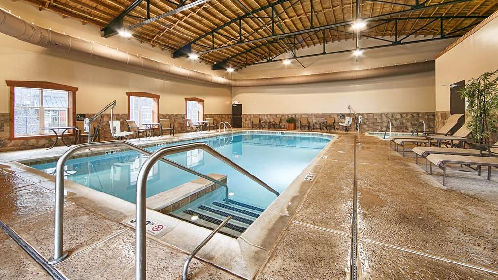 Best Western Plus Intercourse Village Inn & Suites - Swim a few laps in our indoor swimming pool or relax in our hot tub or visit our full-service spa.