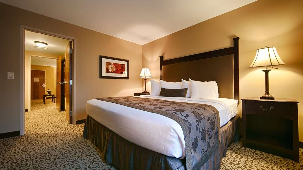 Best Western Plus Intercourse Village Inn & Suites - Relax in the comfort of our suites and enjoy access to: bedroom and separate living area, cable satellite TV with HBO®, in-room movies and more!