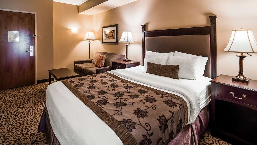 Best Western Plus Intercourse Village Inn & Suites - Guest Room Two Rooms