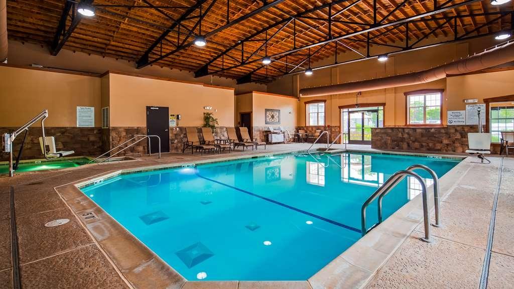 Best Western Plus Intercourse Village Inn & Suites - Vista de la piscina