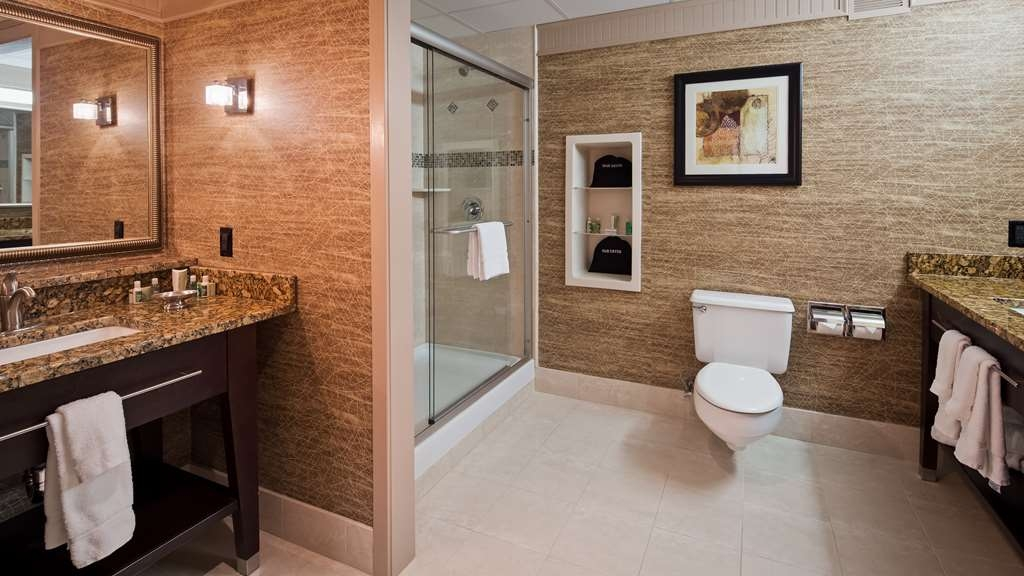 Best Western Plus Concordville Hotel - Presidential King suite bathroom.