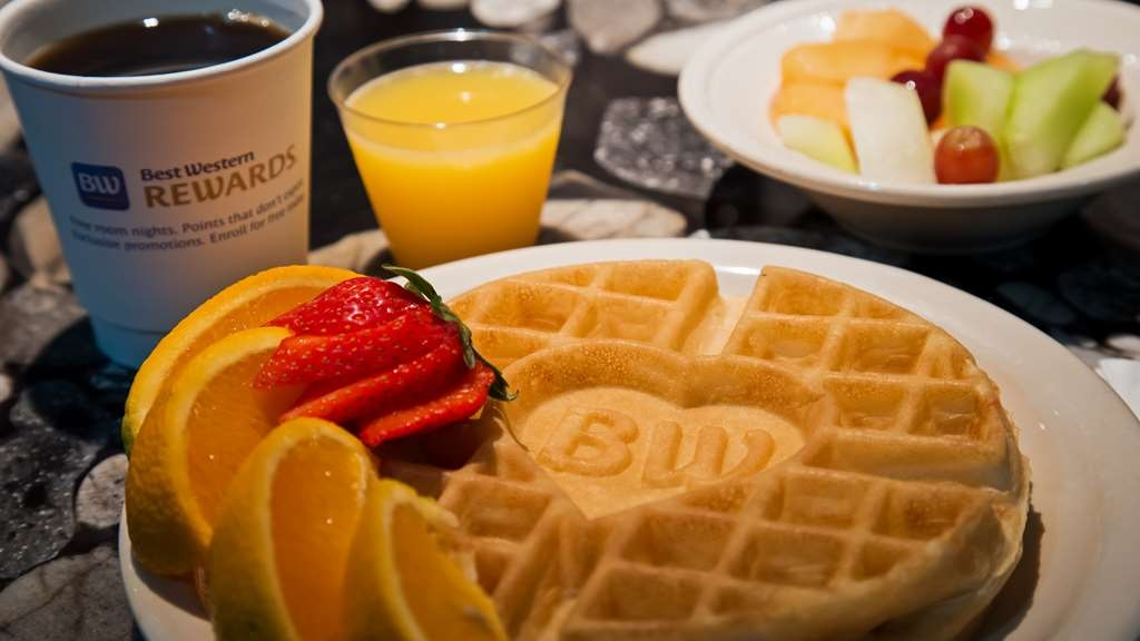 Best Western Plus Concordville Hotel - Make your own waffles and enjoy a hearty complimentary breakfast buffet Saturday and Sunday.