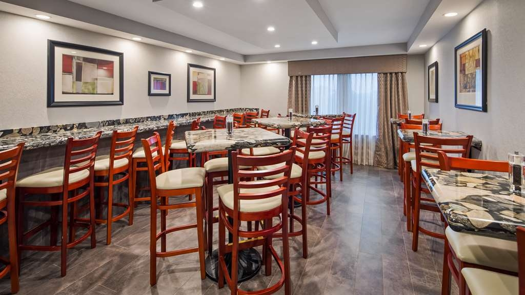 Best Western Plus Concordville Hotel - Enjoy breakfast with your family in one of our smaller breakfast rooms.