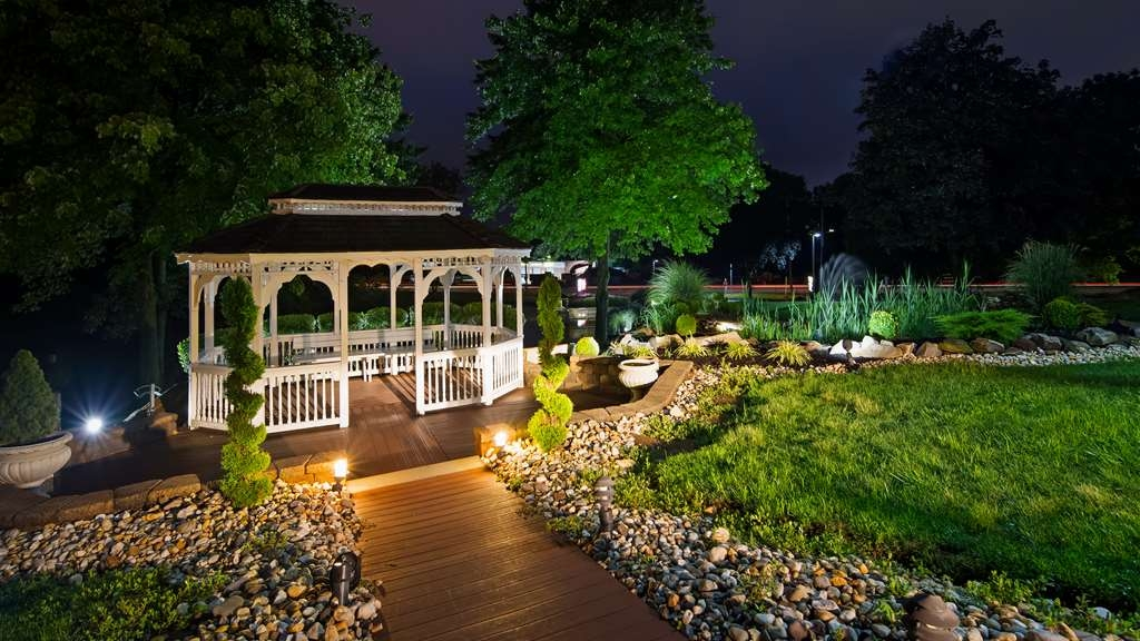 Best Western Plus Concordville Hotel - Enjoy a nighttime stroll by our Gazebo and Fountain Pond.