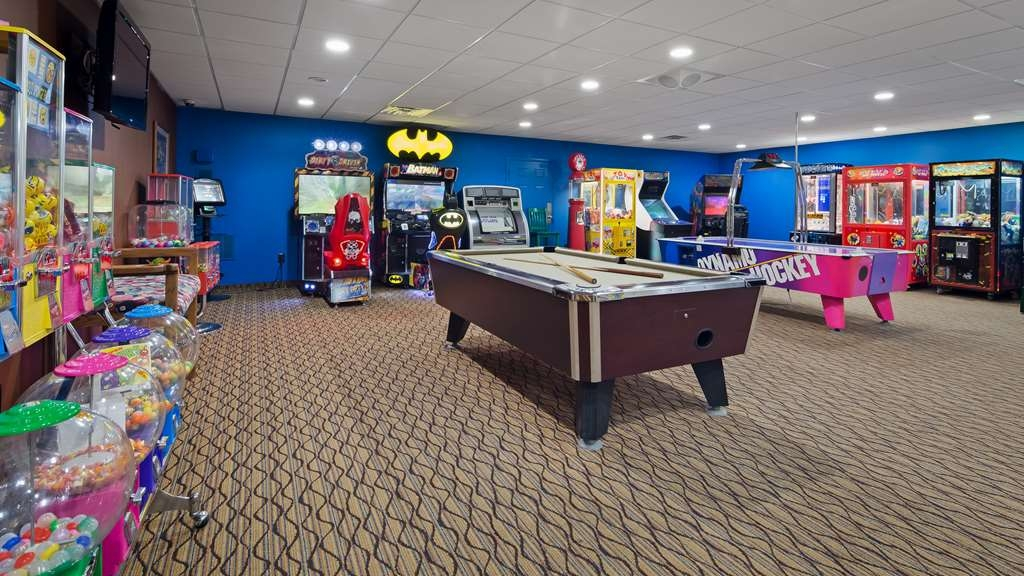 Best Western Plus Concordville Hotel - Kids and adults will enjoy our oversized game room.