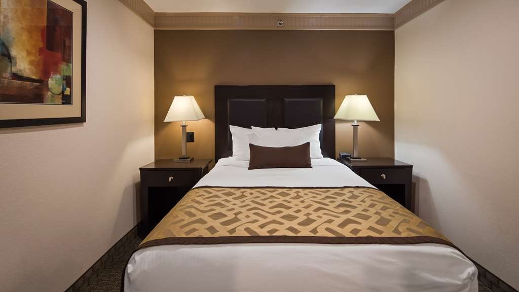 Best Western Plus Concordville Hotel - Family Suite bedroom featuring one full bed.