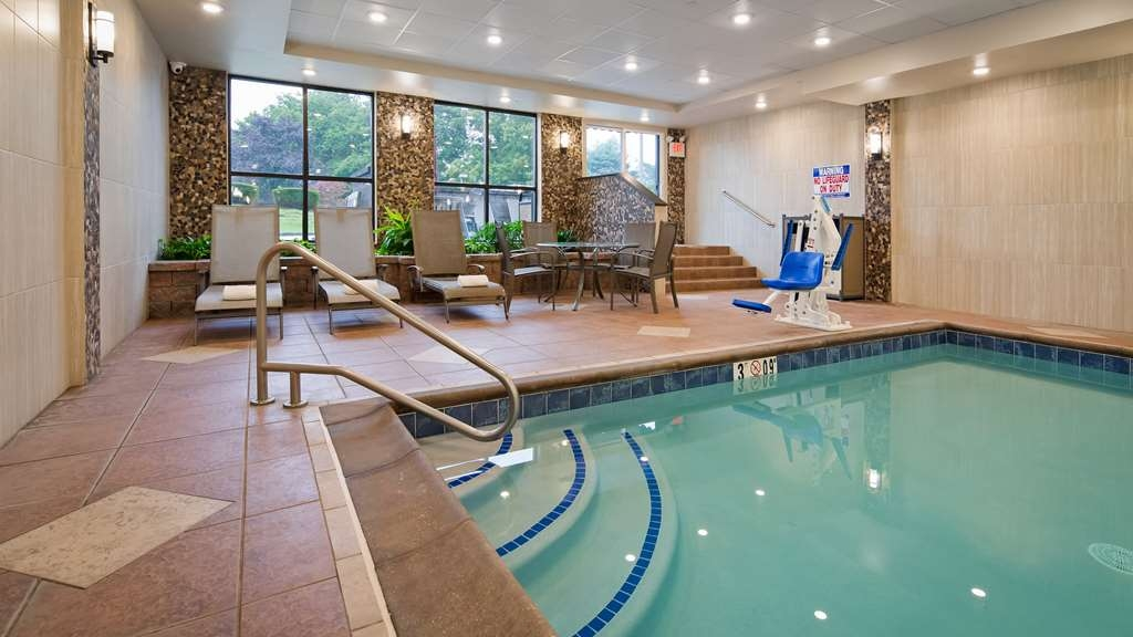 Best Western Plus Concordville Hotel - Lounge indoors by the pool.