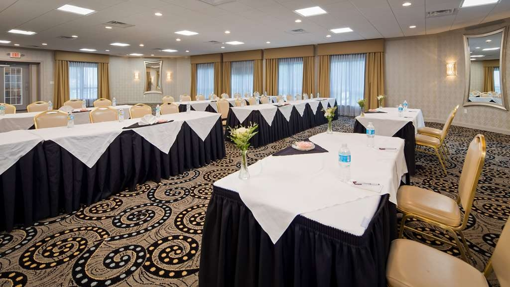 Best Western Plus Concordville Hotel - Our Alexander Ballroom is perfect for your next corporate dinner, anniversary celebration or meeting.