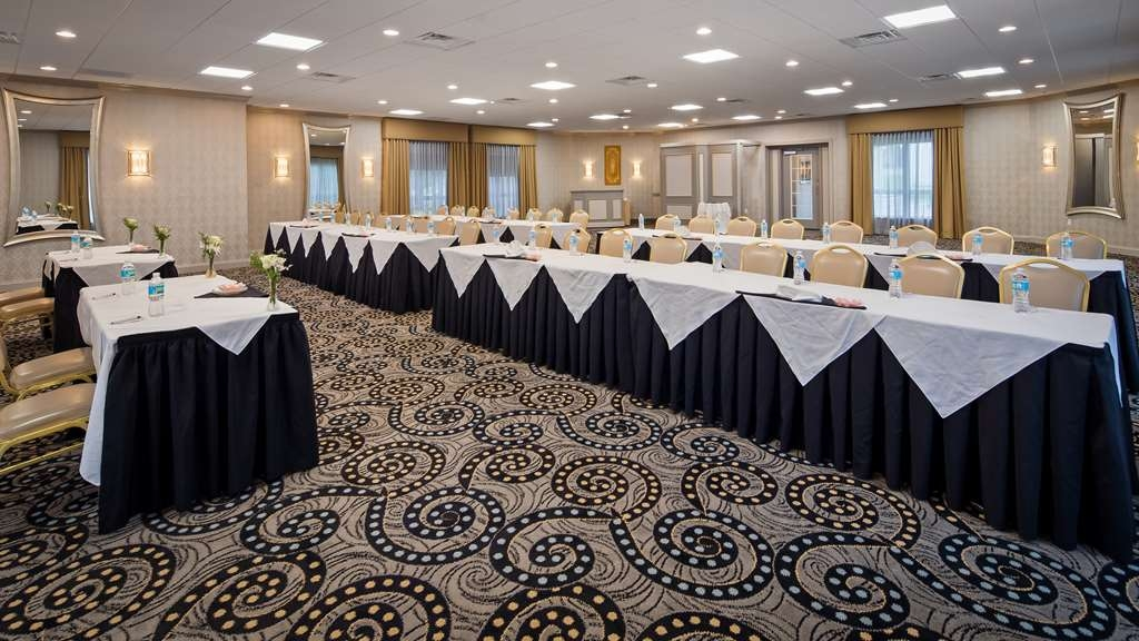 Best Western Plus Concordville Hotel - With 18 distinctive banquet rooms and flexible meeting space, we can accommodate groups up to 400.
