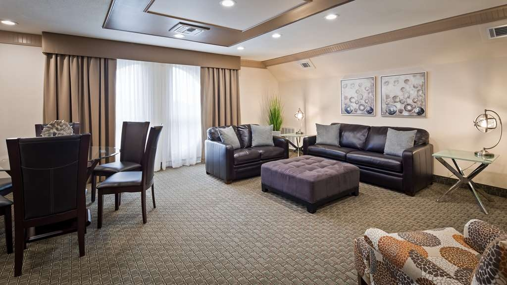 Best Western Plus Concordville Hotel - Presidential King Suite living room and dining room.