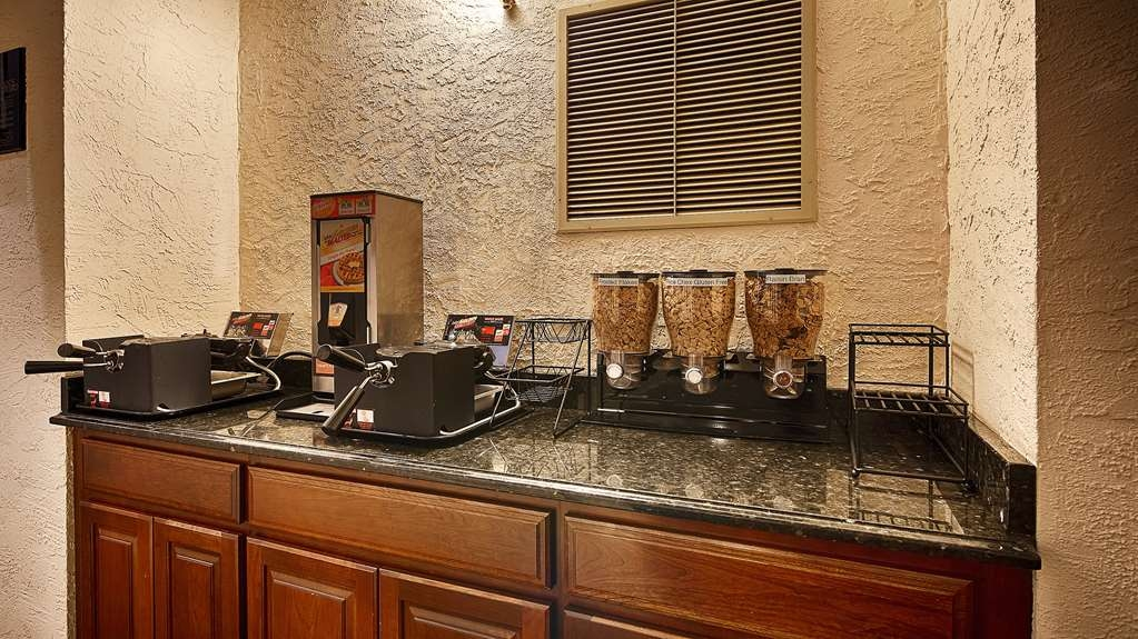 Best Western Plus Independence Park Hotel - Waffle & Cereal Area