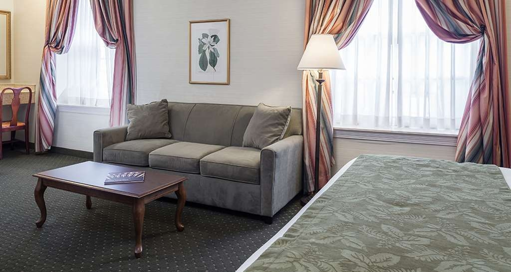 Best Western Plus Independence Park Hotel - King Bed with Sofa Sleeper and Jetted Tub