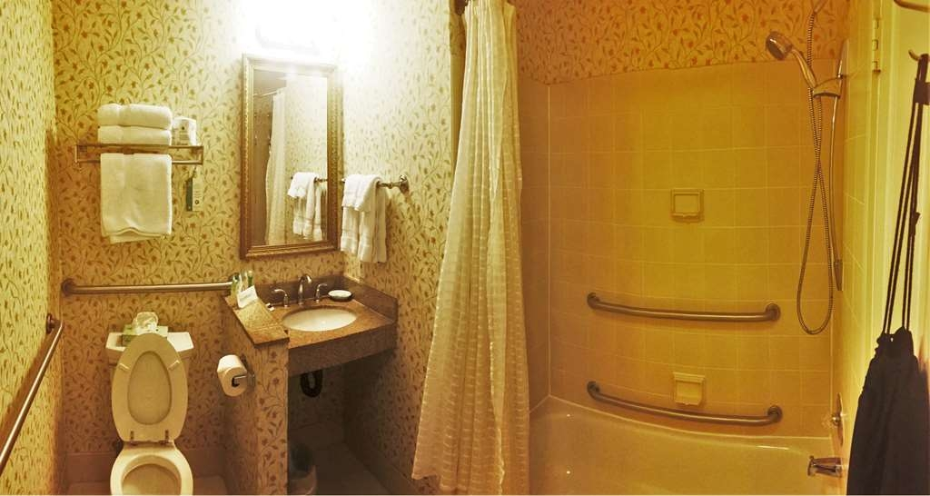 Best Western Plus Independence Park Hotel - Mobility Accessible Bathroom
