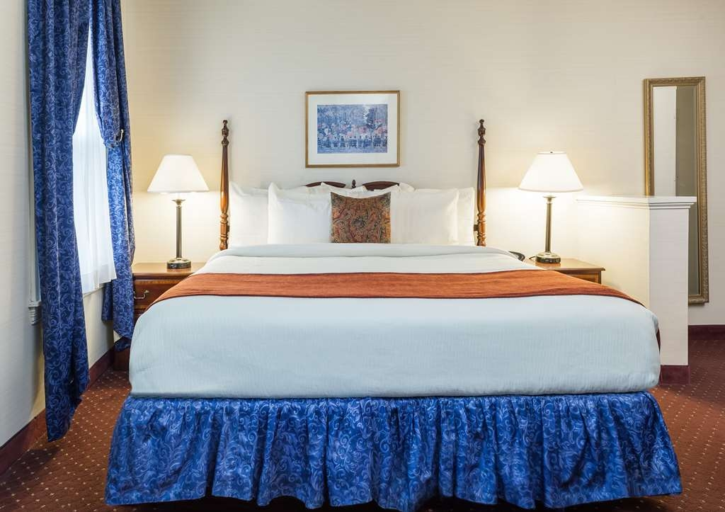 Best Western Plus Independence Park Hotel - Queen Guest Room facing Chestnut Street