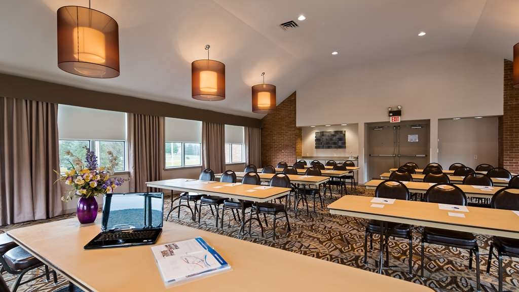 Best Western Lock Haven - Our Mountain View Room is available for your business meeting or social gathering. Seating for 60 allows ample room for large meetings, baby or bridal showers, anniversaries, and birthdays.