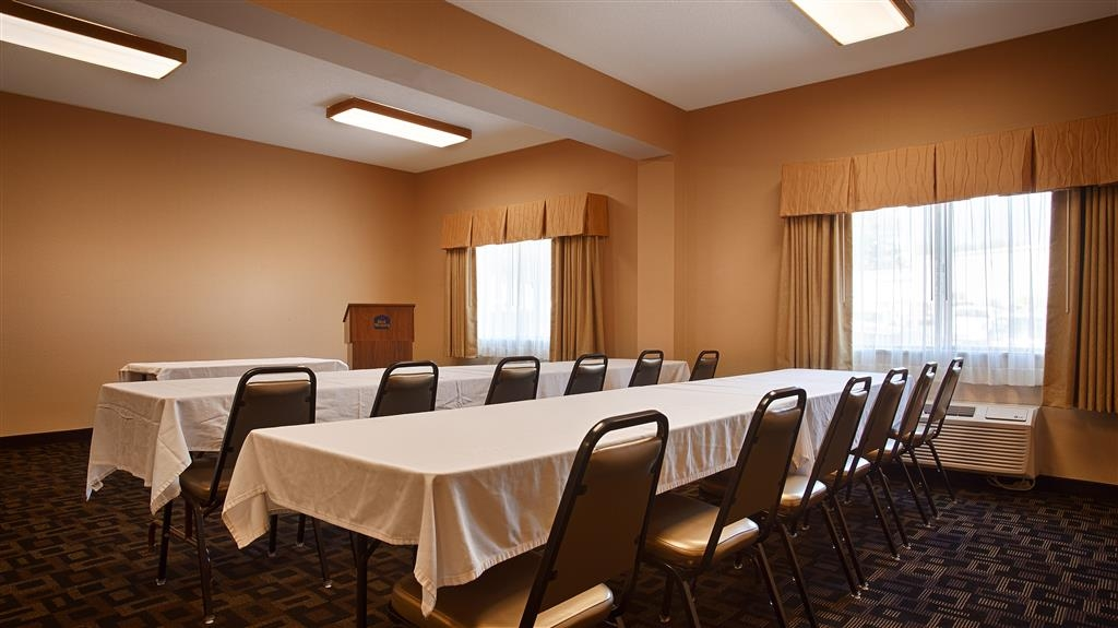 Best Western Plus Executive Inn - Our meeting room is perfect for moderate sized gatherings, presentations or seminars.