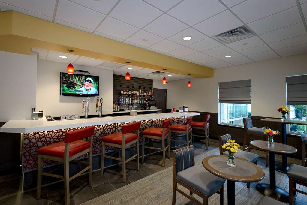 Best Western Plus The Inn at King of Prussia - Bar/Lounge