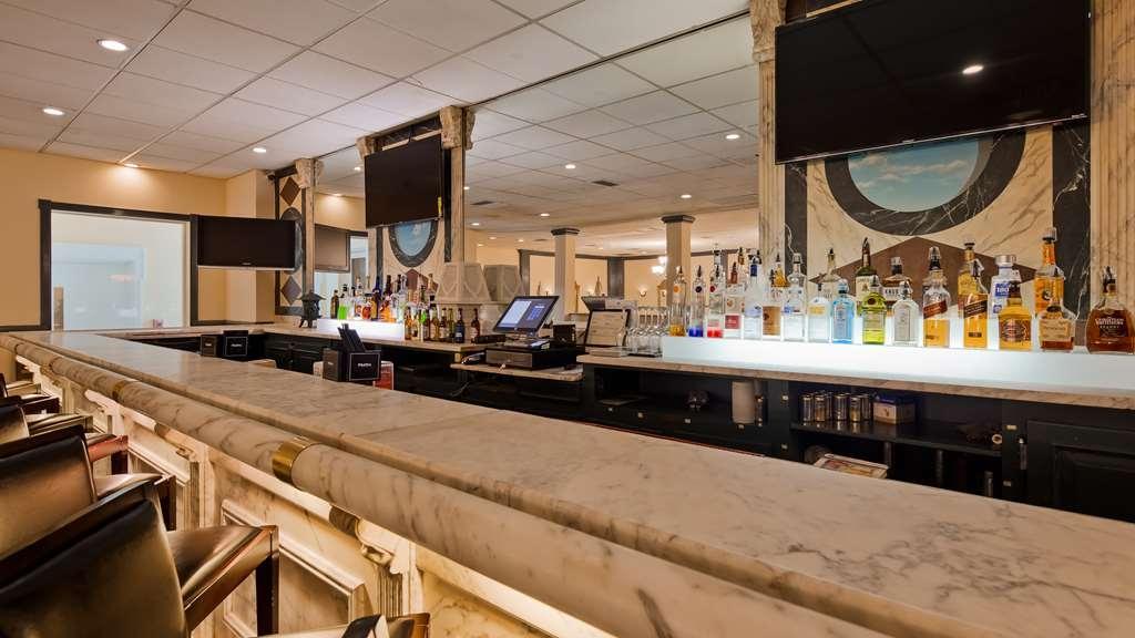 Best Western Fort Washington Inn - Bar / Lounge