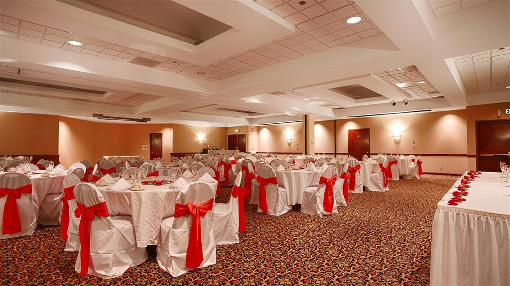 Best Western Grand Victorian Inn - Hold your beautiful wedding reception for up to 240 guests in our Grand Ballroom.