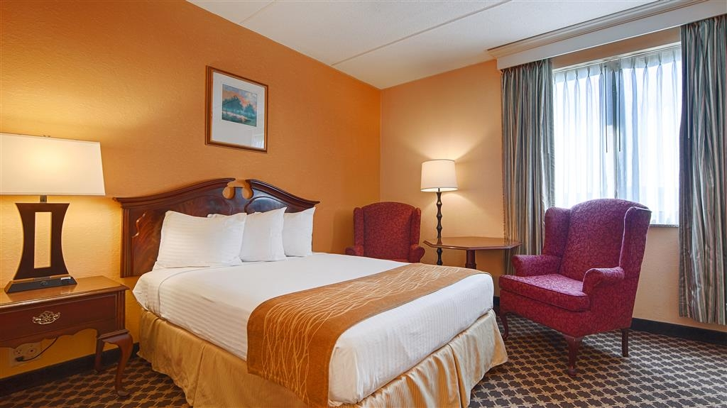 Best Western Grand Victorian Inn - Have a nice conversation at the bedside table and chairs in the double bed guest room.