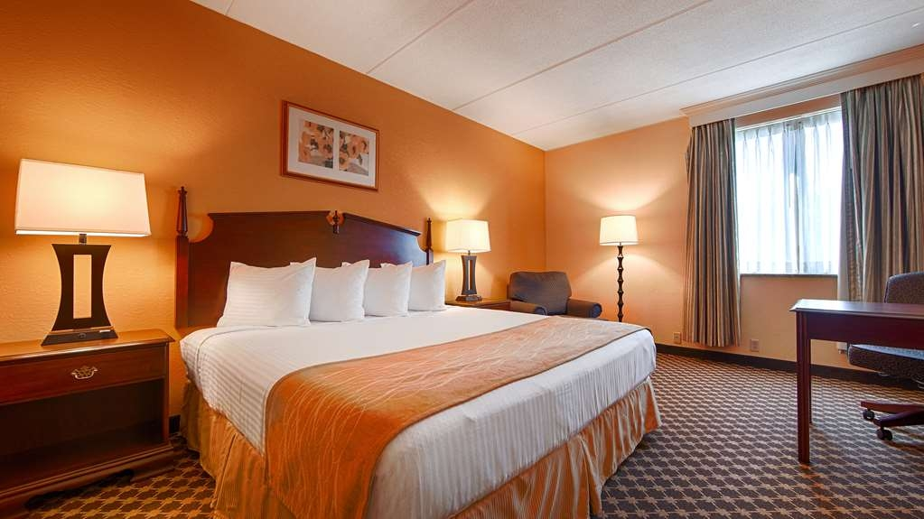 Best Western Grand Victorian Inn - Whirpool Room, Book our deluxe king guest room and relax the night away in our in-room whirlpool spa.