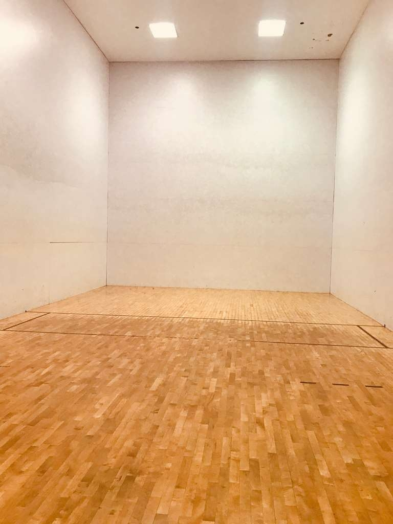 Best Western Grand Victorian Inn - Have some fun in our racquetball court!