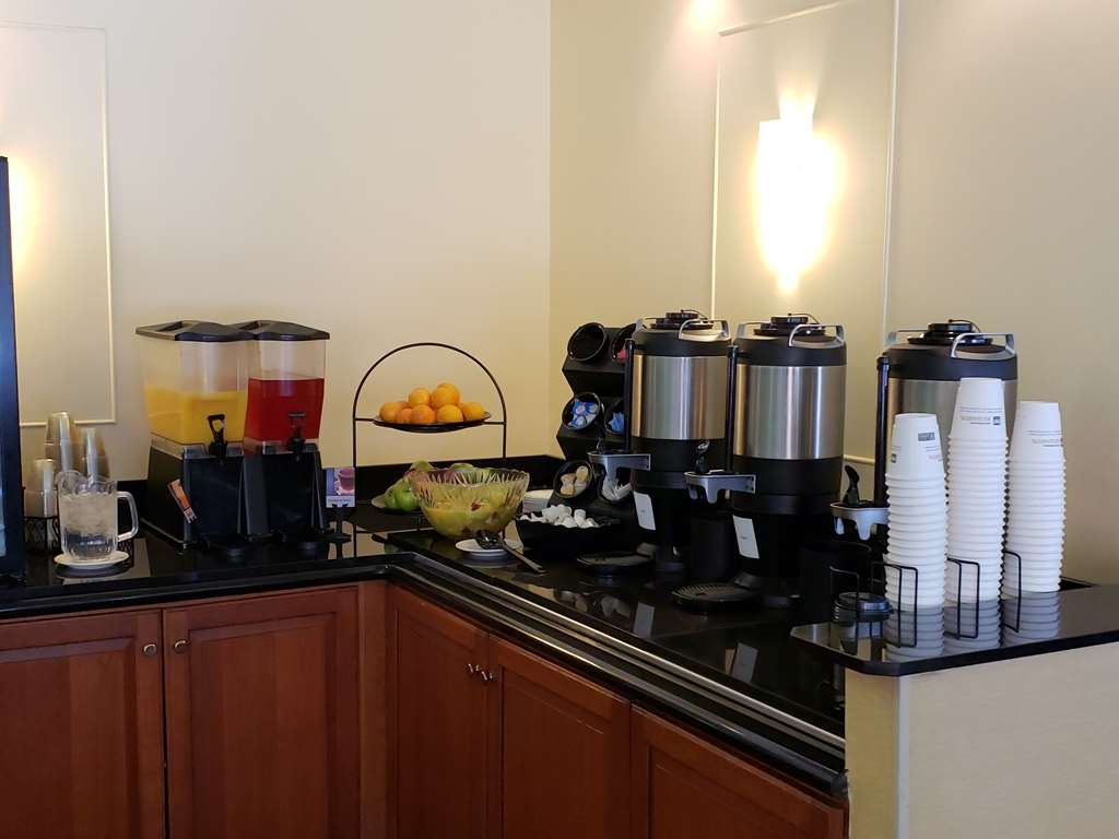 Best Western Grand Victorian Inn - Start your day off right with a complimentary full, hot breakfast.
