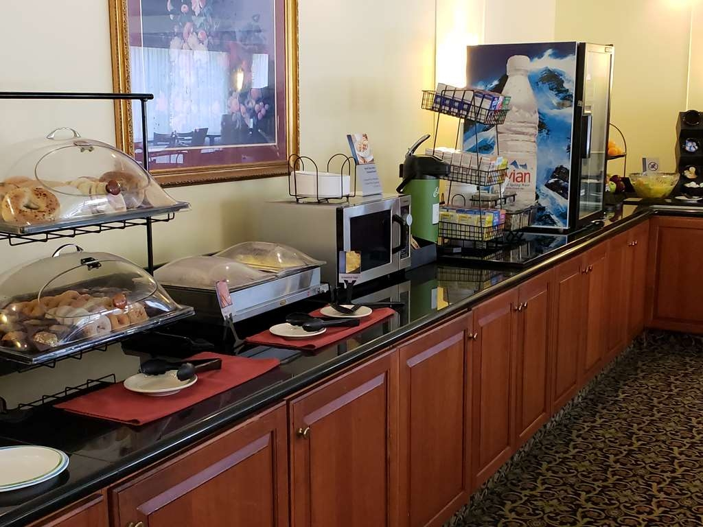 Best Western Grand Victorian Inn - You will be greeted with a friendly face right when you walk into the Black Diamond Room for your complimentary breakfast!