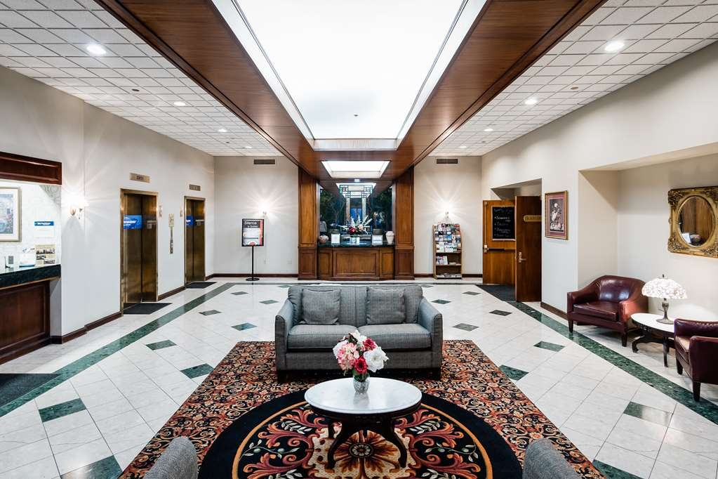 Best Western Grand Victorian Inn - Come and enjoy our grand lobby, offering a place to socialize with other guests or members of your party.