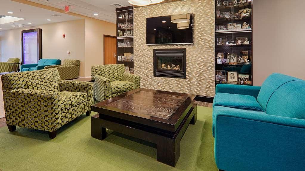 Best Western Garden Inn - Lobby