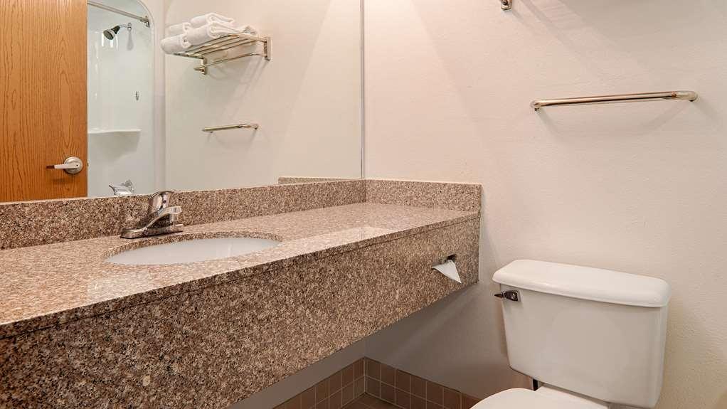 Best Western Garden Inn - Guest Bathroom