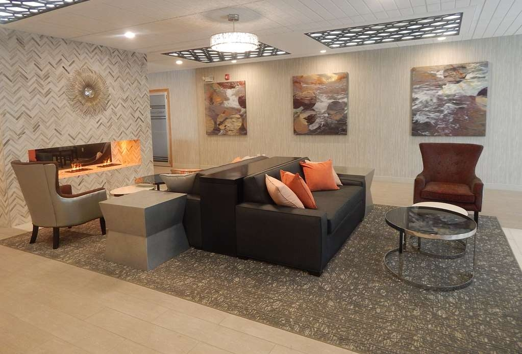 Best Western Plus Bradford Inn - From the moment you enter our hotel our 24-hour front desk staff will make you feel welcome.