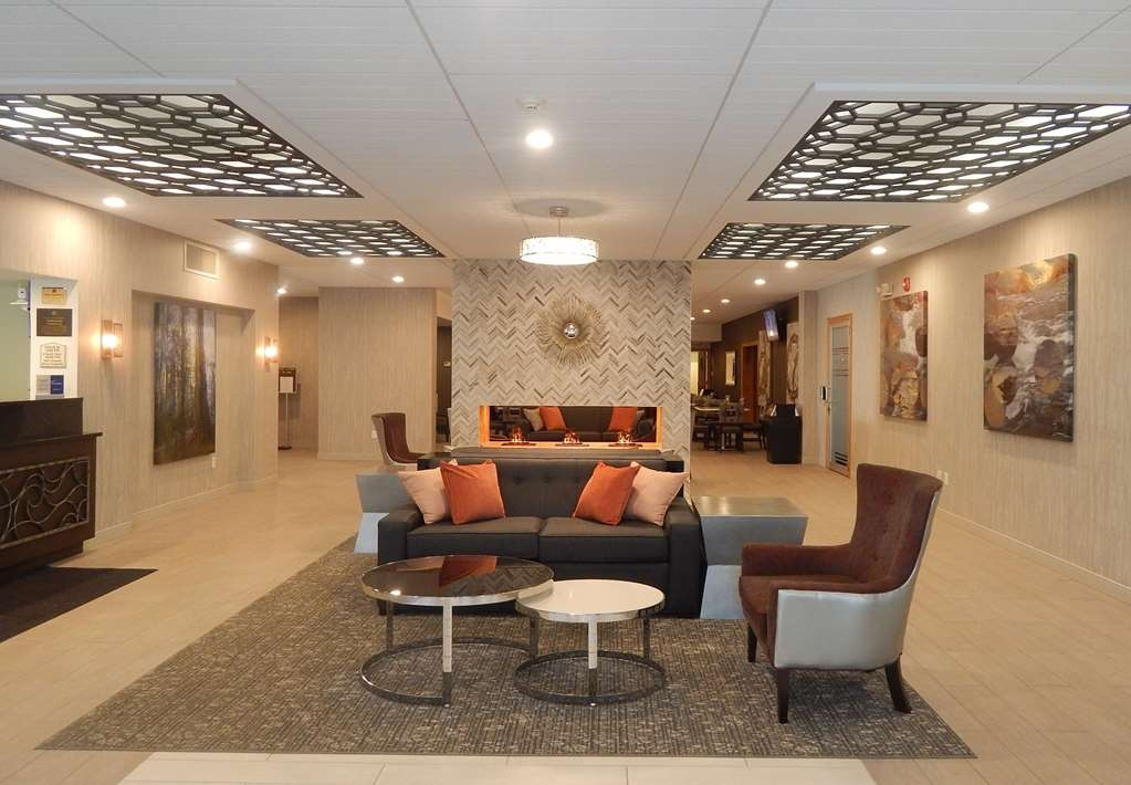 Best Western Plus Bradford Inn - From the moment you enter our hotel, our 24-hour front desk staff will make you feel welcome.