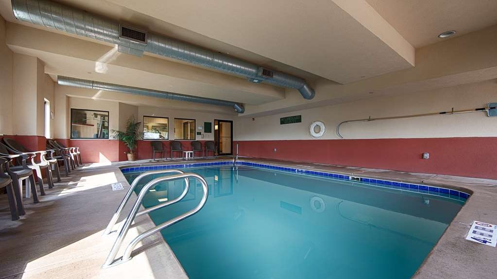 Best Western Danville Inn - Take a refreshing dip in our indoor heated swimming pool after a long day of activities.